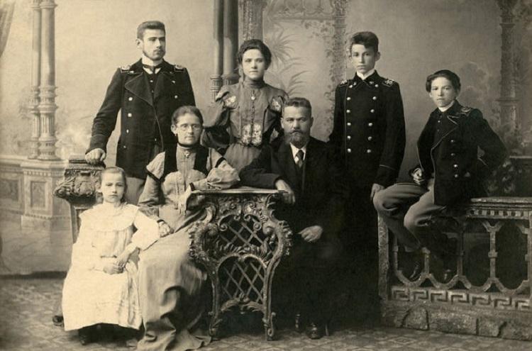фото семьи черемушки все время